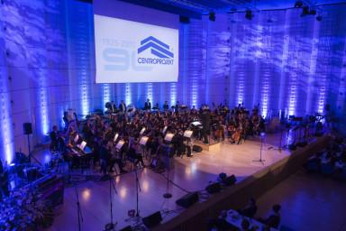O krásný úvod celého večera se postarala Filharmonie Bohuslava Martinů s koncertem Filmových melodií