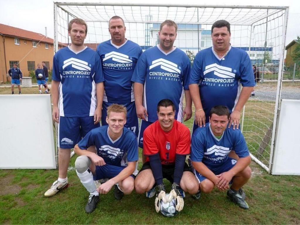 Horní řada zleva: Tomáš Navrátil, Martin Kubal, Milan Prudký, Petr Šebesta, dolní řada zleva: Marek Jurák, Laďa Blažek, Pepa Lebeda